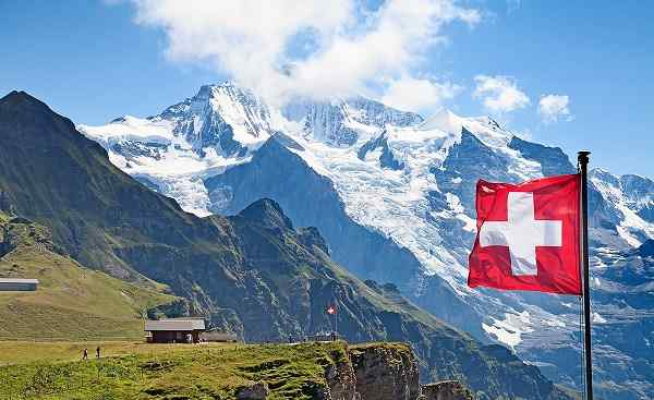 AU-SCHWEIZ Swiss flag Alps