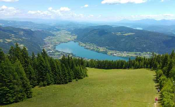 IT-ALPE-ADRIA-TRAIL The view of a 20-30m high seat to the beautiful Ossiacher See in Carinthia, Austria shutterstock 536549557