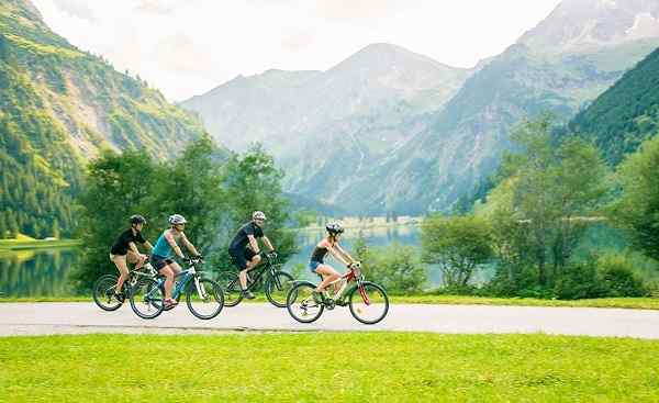 MUC-KITZ Family Of Four Cycling shutterstock 562284211