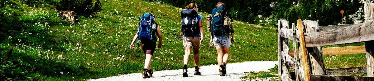 VIA-SETT Young-mountaineers-on-the-background-of-alpine-landscape 260039324