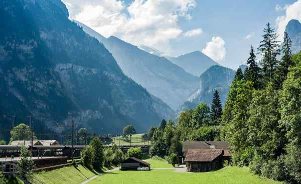 baerentrek2 switzerland alps shutterstock 492897790